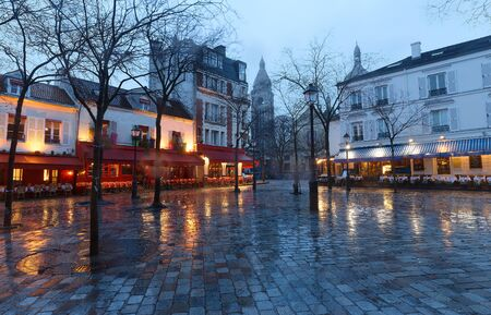 The Place du Tertre with tables of cafe and the Sacre-Coeur in the rainy morning, quarter Montmartre in Paris. 版權商用圖片