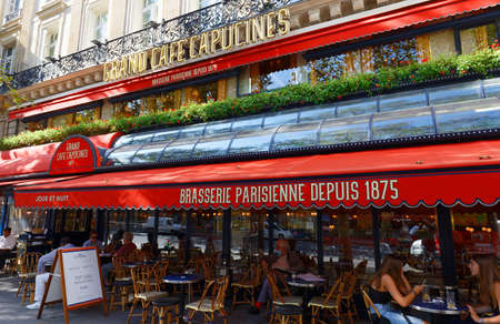 Le Grand Cafe Capucines is the legendary and famous brasserie Grands Boulevards. It has a great location: close to the Opera Garnier and the Grand Rex.