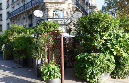The cafe La Closerie des Lilas was where the intelligentsia hung out, Hemingway used to write here, the poet Baudelaire , the impressionist Claude Monet were regulars...