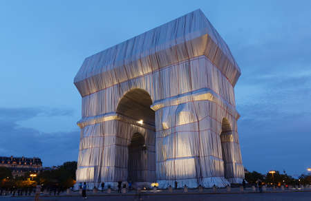 The Triimphal Arch in Paris swathed in silvery blue fabric and red rope as a posthumous project planned by the artist Christo. Paris, France.