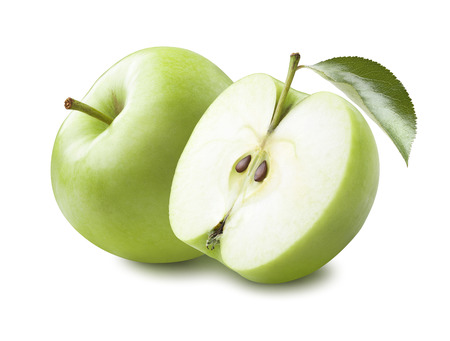 apfel: Ganze grüner Apfel und die Hälfte mit Blatt isoliert auf weißem Hintergrund als Package-Design-Element