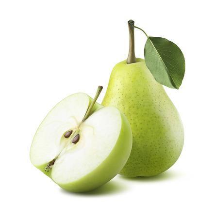 pera: manzana verde pera medio aislado sobre fondo blanco como elemento de dise�o de paquete Foto de archivo