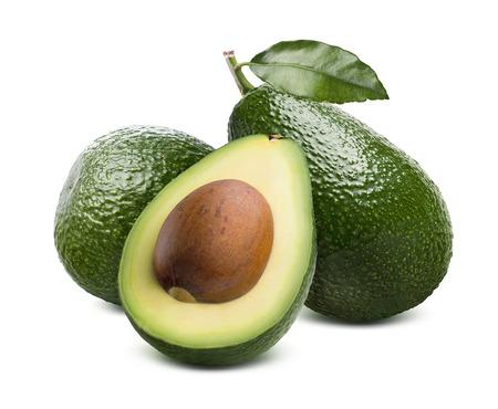 녹색 신선한 전체 아보카도 및 패키지 디자인 요소로 흰색 배경에 고립 된 씨앗을 절반 잘라