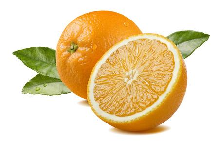 패키지 디자인 요소로 잎과 흰색 배경에 고립 물 방울과 신선한 전체 오렌지 반 조각 스톡 콘텐츠