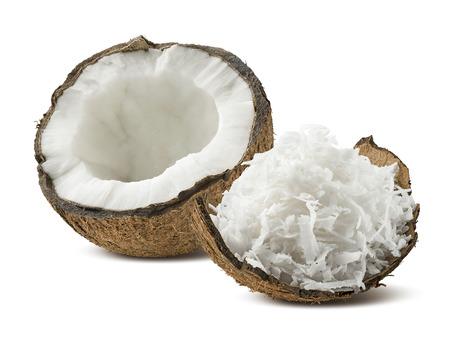 Vers geraspte kokosnoot helft op een witte achtergrond als pakket design element