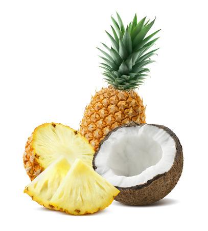 Piña entera pedazos de coco composición 4 aislado sobre fondo blanco como elemento de diseño de bulto para cócteles tropicales Foto de archivo - 51507380
