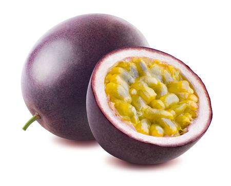 Passievrucht passionfruit maraquia de gehele die helft op witte achtergrond als element van het pakketontwerp wordt geïsoleerd Stockfoto