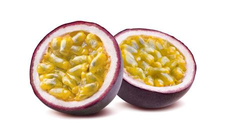 Maraquia fruta de la pasión 2 mitades aisladas sobre fondo blanco como elemento de diseño de paquete Foto de archivo - 57008475