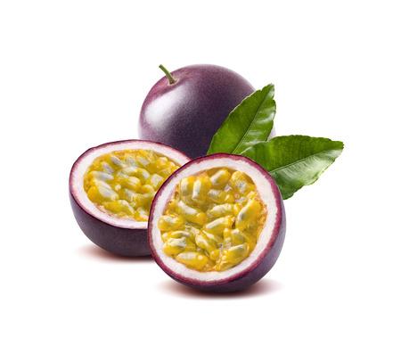 Passievrucht verlaat passionfruit maraquia geïsoleerd op een witte achtergrond als pakket ontwerpelement Stockfoto