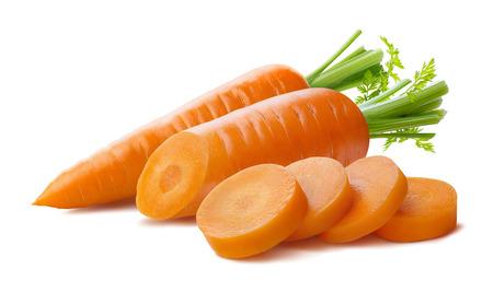 Frische Karotten und Schnitt Stücke isoliert auf weißem Hintergrund als Paket Design-Element