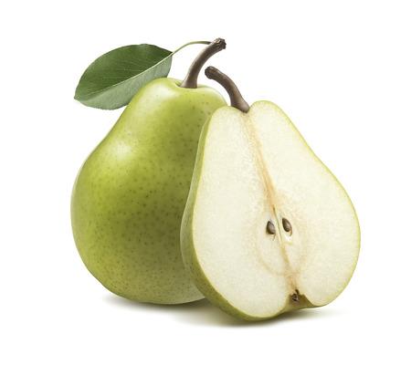 Verse groene peerhelft geïsoleerd op witte achtergrond als pakketontwerpelement Stockfoto