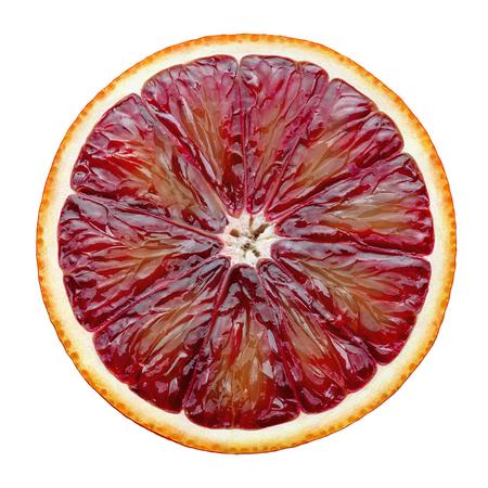 Rode bloedsinaasappelschijf die op witte achtergrond als element van het pakketontwerp wordt geïsoleerd