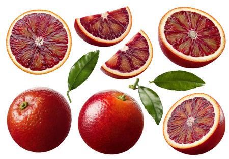 Le fette della frutta dell'arancia rosso sangue hanno messo isolato su fondo bianco come elementi di progettazione di pacchetto Archivio Fotografico - 94153085