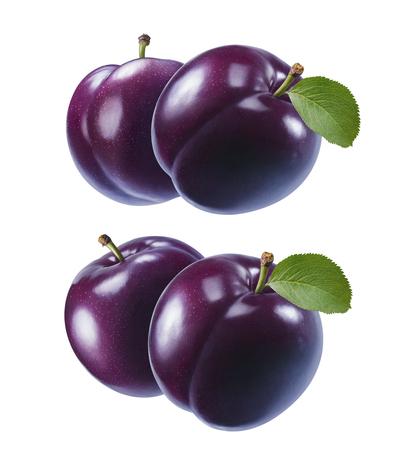 Ensemble de prunes violettes fraîches isolé sur fond blanc.