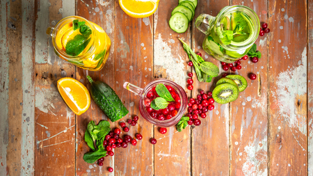 Detox fruit infused water. Refreshing summer homemade cocktail on a wooden background, diet healthy eating and weight loss. healthy lifestyle concept. 写真素材 - 121103416