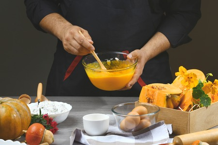 Putting pumpkin puree in the glass bowl. Preparing pumpkin puree. Reklamní fotografie - 124719945
