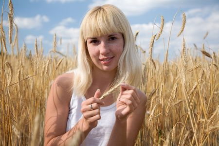 young beauty girl in the wheat field Stock Photo - 5029009