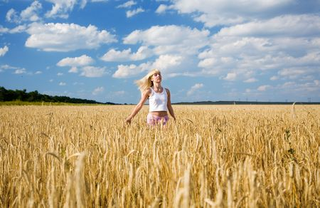 young beauty girl in the wheat field Stock Photo - 5477720