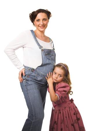 felice donna incinta con sua figlia Archivio Fotografico - 8696813