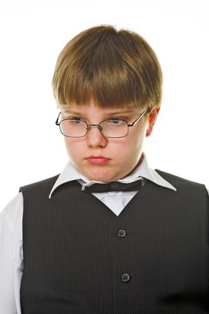 pensiveness: ragazzo giovane pensosit� isolato su sfondo bianco