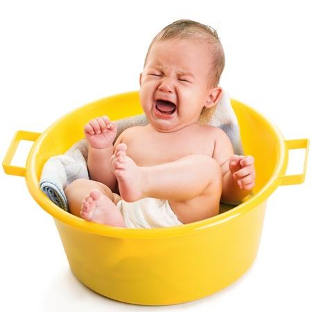 baby huilen: huilende jongen op wit wordt geïsoleerd Stockfoto