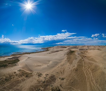 Mongol Els sand dunes  and lake Durgen Nuur. Stockfoto
