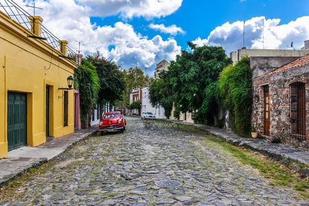 colonia del sacramento: One of the cobblestone streets of Colonia del Sacramento, a colonial city in Uruguay.