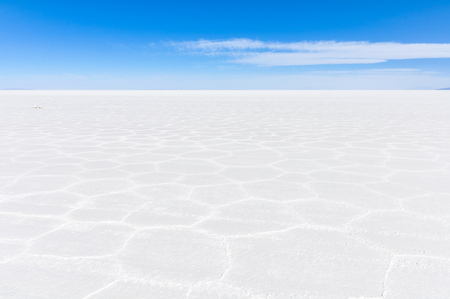 salar de uyuni: View of infinity in Salar de Uyuni, the biggest salt flat in the world, Bolivia