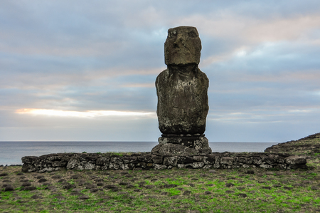 moai: Moai Statue on the most remote habited Easter Island, Chile Foto de archivo