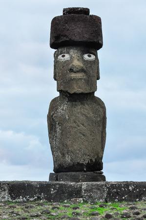 moai: Estatua de Moai de la Isla de Pascua habitada más remota, Chile