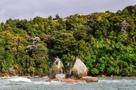 tasman: Split apple rock in the Abel Tasman National Park in New Zealand