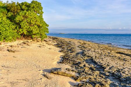 bounty: Strolling on the beach of Bounty Island in Fiji Foto de archivo
