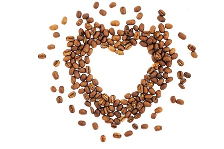 Coffee beans in shape of heart. coffee beans isolated on white background. roasted coffee beans, can be used as a background. Standard-Bild