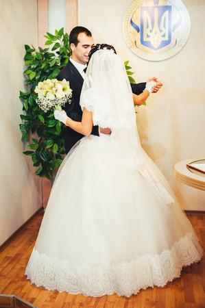 anagrafica: Cerimonia di nozze in un ufficio del registro, il matrimonio.