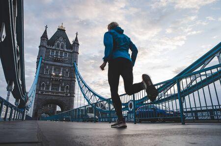 英国伦敦塔桥晨跑