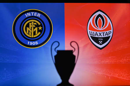 MADRID, SPAIN, NOVEMBER. 16. 2020: Inter Milan vs. Shakhtar Donetsk Football UEFA Champions League 2021 Group Stage match. UCL Trophy silhouette, sign of club on the screen in background 新聞圖片
