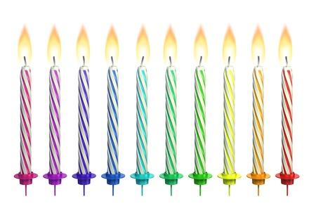 velas de cumpleaños: coloridas velas encendidas aisladas sobre blanco