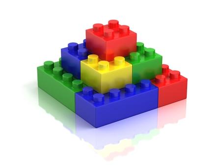 piramide humana: bloques de construcción de colores aislados en blanco
