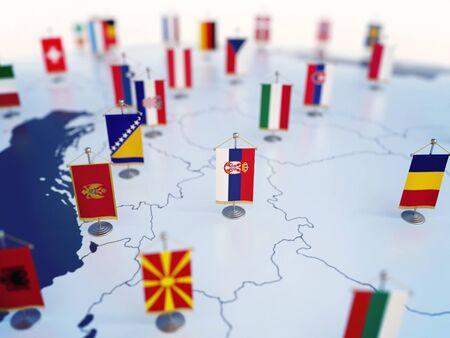 Flagge von Serbien im Fokus unter anderen europäischen Länderflaggen. Europa markiert mit Tischflaggen 3D-Rendering