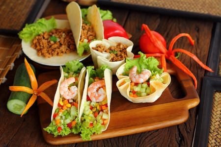 haricot: Tacos is Mexican food with shrimp and pork.