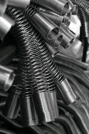 스프링은 보호 및 케이싱 범프 유압 라인 용 금속입니다.