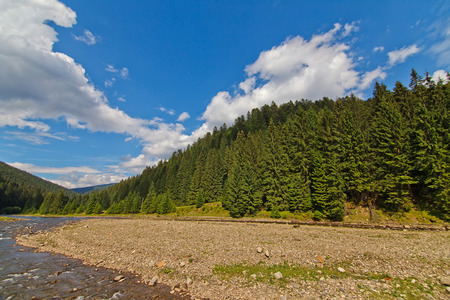 mnich: Mountain lake in Karpaty in summer. Nature background