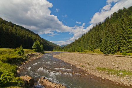 mnich: Mountain lake in Karpaty in sunny day
