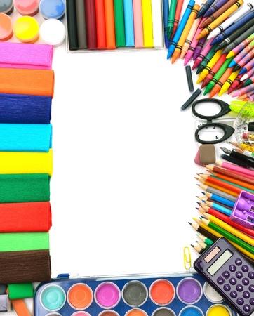 przybory szkolne: Szkolne i biurowe ramki, na białym tle, z powrotem do szkoły