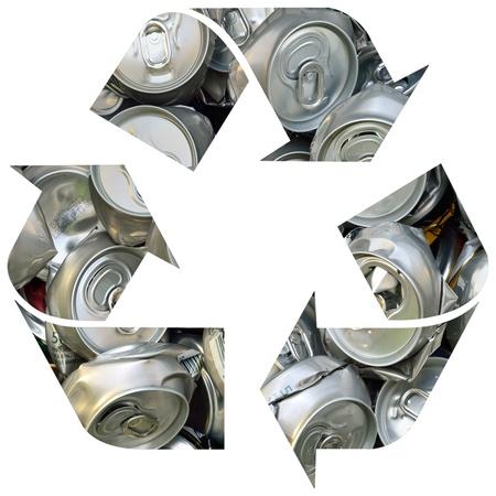 crushed aluminum cans: Recicle el s�mbolo con latas estrell� aislados sobre fondo blanco Foto de archivo
