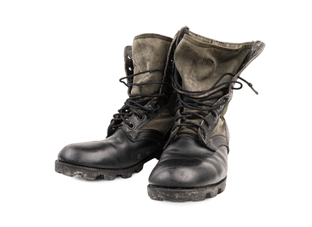 Old dirty military boots isolated Imagens