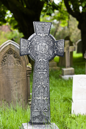 Old celtic cross at a cemetery in England. Imagens