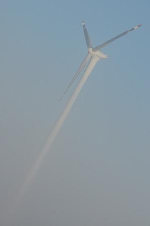 recursos renovables: Molino de viento en el campo. La producci�n de energ�a a partir del viento. Los recursos renovables. Las nuevas tecnolog�as y el dise�o.