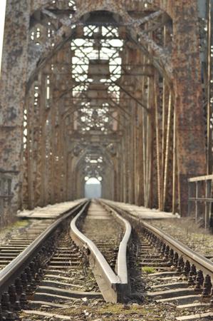 Railway bridge. Torah, steel construction. Crossing the river. Stockfoto