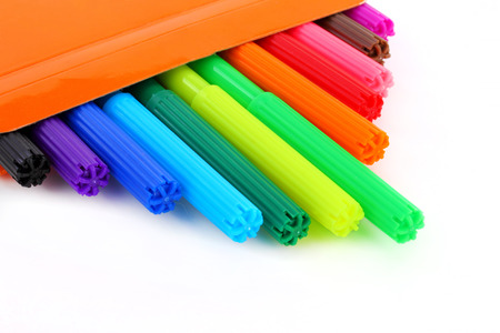 multicolor children felt-tip pens